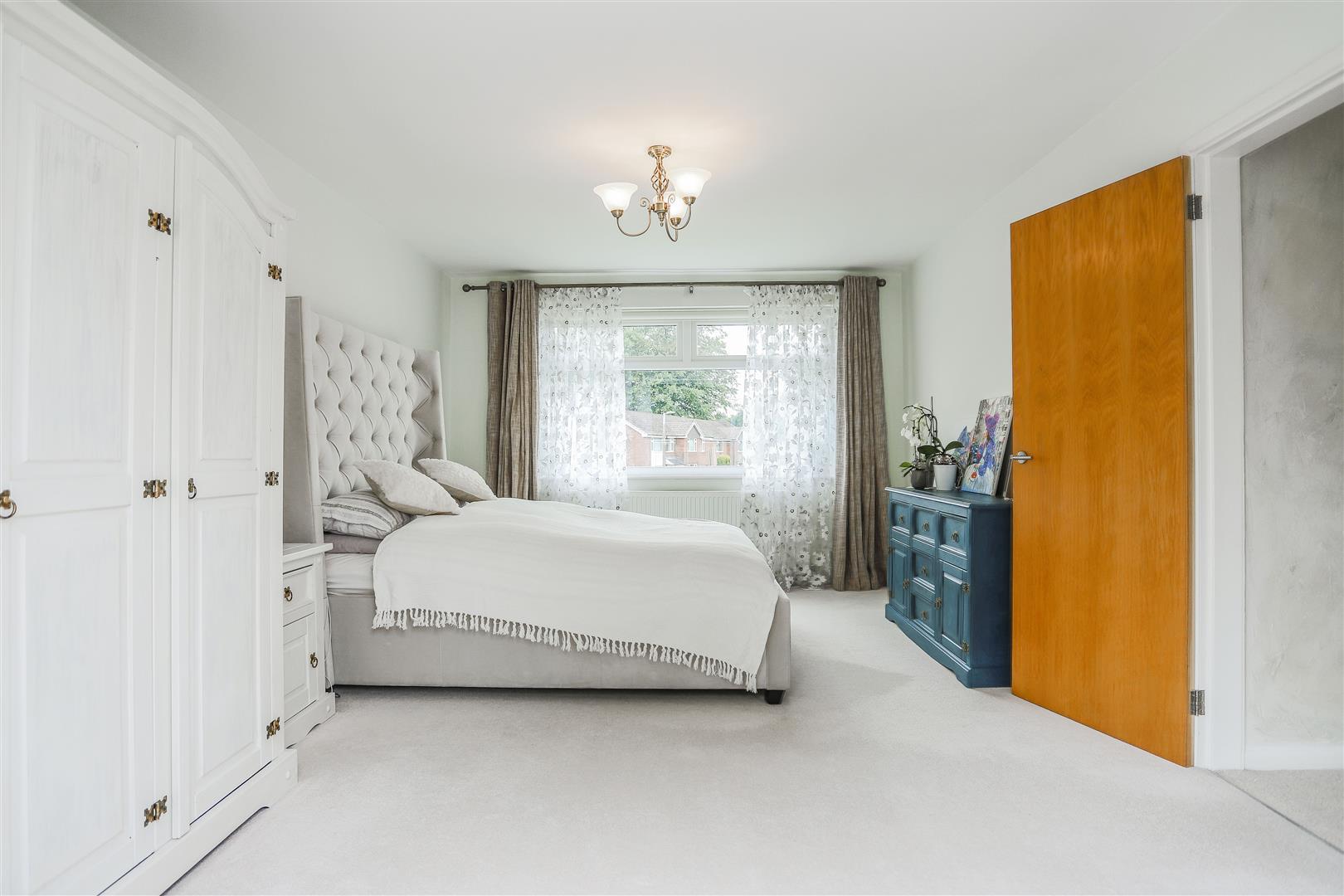 5 Bedroom Detached House For Sale - 38.JPG